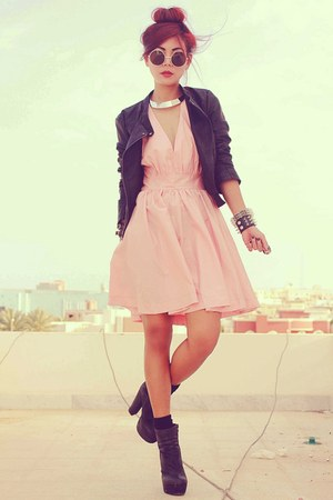 bubble gum open back ClubCouture dress - black Forever 21 boots