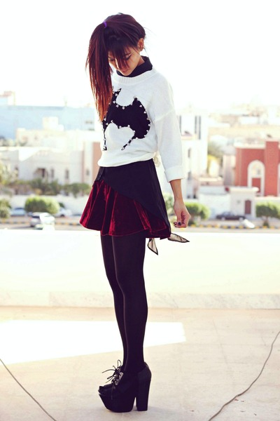 crimson velvet Romwecom skirt - black villain Blackmilkclothingcom top