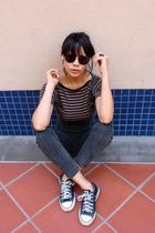 vintage t-shirt - vintage jumper nastygal jeans - Converse Chuck Taylors shoes -