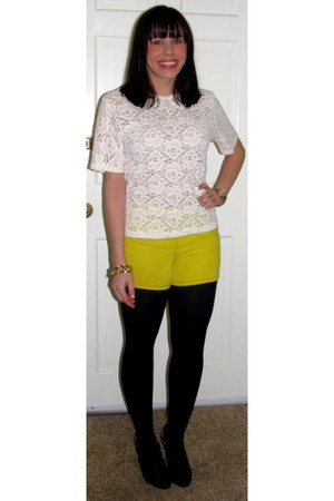 cream trifted top - black HUE tights - chartreuse Marc by Marc Jacobs shorts