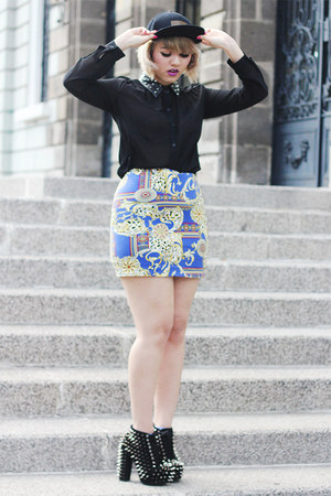 blue baroque print  skirt - black spiked vintage boots