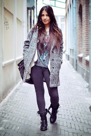 Burcua necklace - Zara boots - H&amp;M jeans - H&amp;M jacket - H&amp;M t-shirt