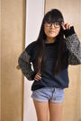 Blue-aritiza-sweater-blue-levis-shorts