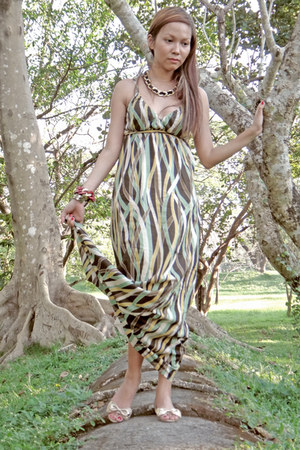 maxi Cole Vintage dress - jelly Mel of Melissa flats - jelly bean necklace