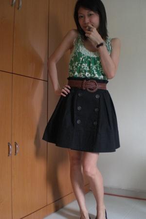 A skirt too big for me.
