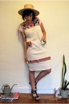 amish hat - thrifted vintage dress - steve madden knock offs of the matt bernson