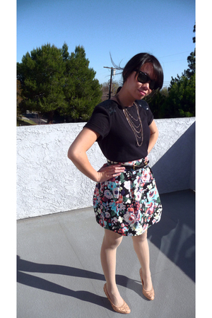 black Forever 21 shirt - black H&M skirt - beige Forever 21 tights - pink Kelsi