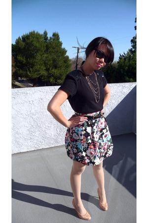 black Forever 21 shirt - black H&M skirt - beige Forever 21 tights - pink Kelsi