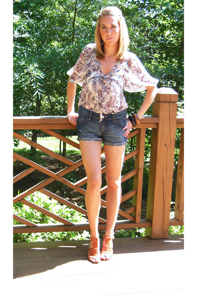 Cora Boutique top - Old Navy shorts - shoes