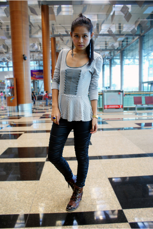 gray next top - black bysi leggings - brown shoes - gold ring accessories - blac
