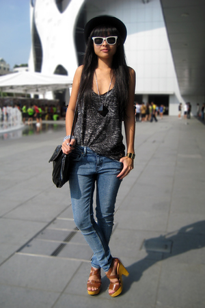 black f21 top - brown Steve Madden shoes - blue Topshop jeans