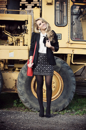 black-zara-blazer-white-forever21-shirt-red-celine-bag-black-sarenza-heels.jpg