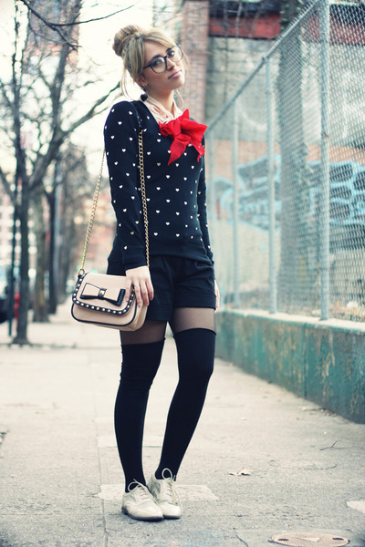 black vintage sweater - eggshell Aldo bag - black Brandy & Melville shorts
