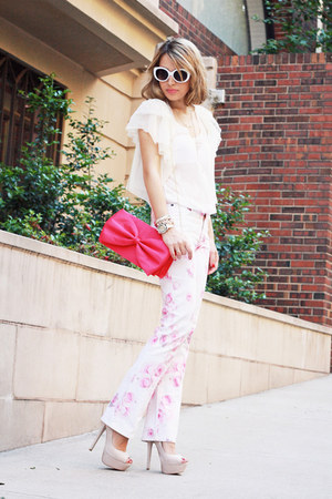 hot pink H&M bag - bubble gum vintage jeans - white H&M cardigan