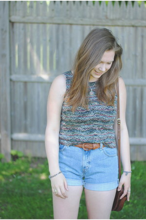 thrifted vintage shorts - thrifted top - thrifted belt