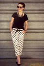 Black-glassons-t-shirt-white-switch-pants-dark-gray-groundfloor-necklace