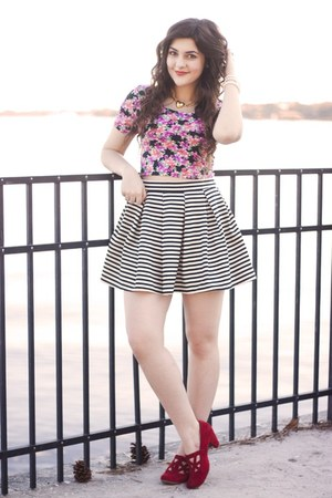 pink floral crop top Aeropostale shirt - black striped Aeropostale skirt