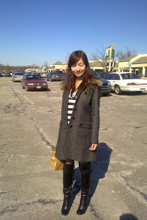 gray coat - black boots - black tights - black Forever 21 top