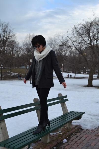 J Crew sweater - J Crew blazer - Uniqlo tights - Michael Kors scarf - Ray bans g