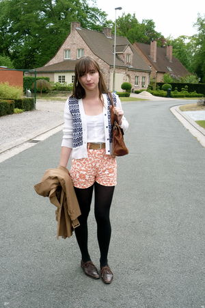 orange vintage shorts - white COS top - beige H&M coat - brown unknown shoes - w