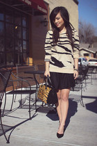 nude tiger print Forever 21 sweater - black Zara purse