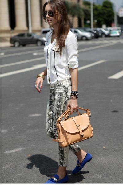 neutral satchel CattiCatty bag - forest green reptile pants - blue flats
