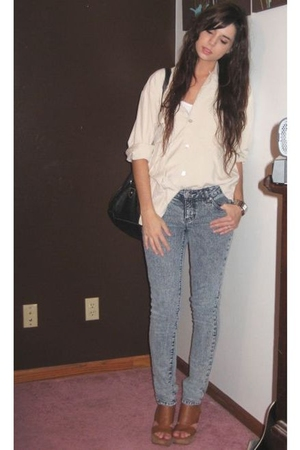 white Forever 21 top - brown Nine West shoes - gray Forever 21 jeans