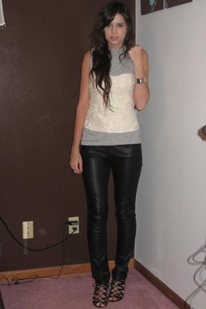 black Aldo shoes - beige Forever 21 top - black H&M pants - gray Hanes t-shirt