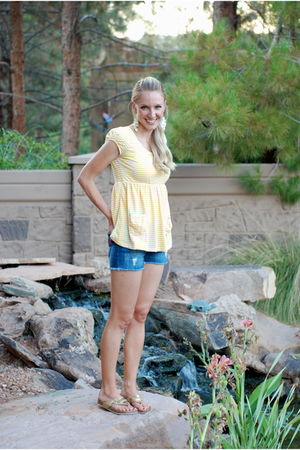 yellow Rue 21 shirt - gold Payless Shoes shoes - blue Walmart shorts