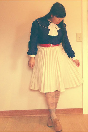 thrifted vintage skirt - thrifted vintage belt - vintage Tea and Tulips blouse