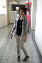 gray cardigan - black top - gray shoes - silver necklace - gray bag - jeans
