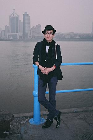 H&M hat - christian dior scarf - dior homme t-shirt - 5cm blazer - Uniqlo jeans