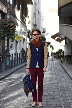 bronze H&amp;M Trend blazer - navy backpack Springfield bag - brick red H&amp;M pants