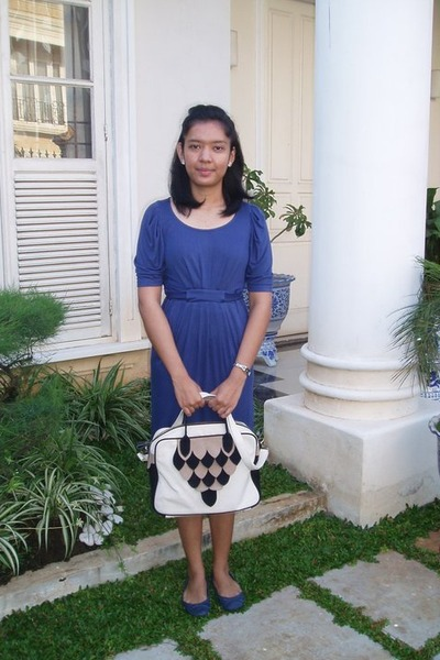 navy Zara dress - ivory UTEE2010 bag - navy the little thing she needs flats