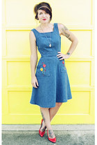 blue denim vintage dress - red leather vintage heels - light yellow DIY necklace