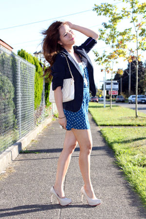 blue Heritage shorts - beige shoes - beige bag