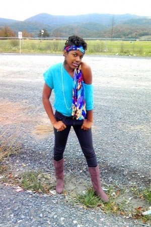 blue sweater - gray jeans - pink boots - blue scarf - gold necklace - brown belt