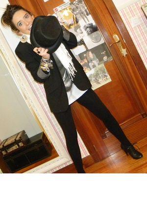 black leggings - black shoes - white t-shirt