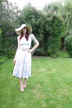 eggshell lace vintage top - camel wide brimmed Primark hat