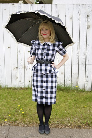 gingham vintage dress - umbrella vintage accessories - mary-janes Campers heels