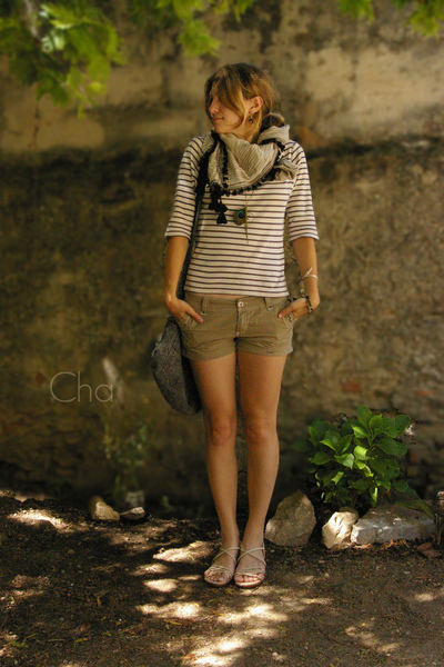 Pimkie scarf - La Redoute top - Ripcurl shorts - self-made purse - Predilection