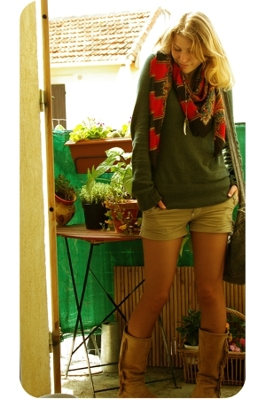Agora Paris scarf - Pimkie top - Pimkie necklace - rip curl shorts - boots boots