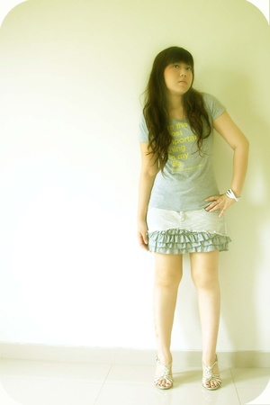 Zara t-shirt - Zara skirt - Body and Soul bracelet - vnc shoes