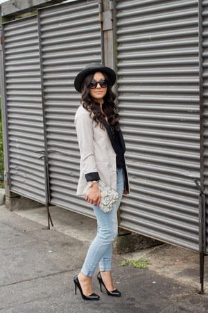 light blue American Eagle jeans - black Forever 21 hat - off white H&M blazer