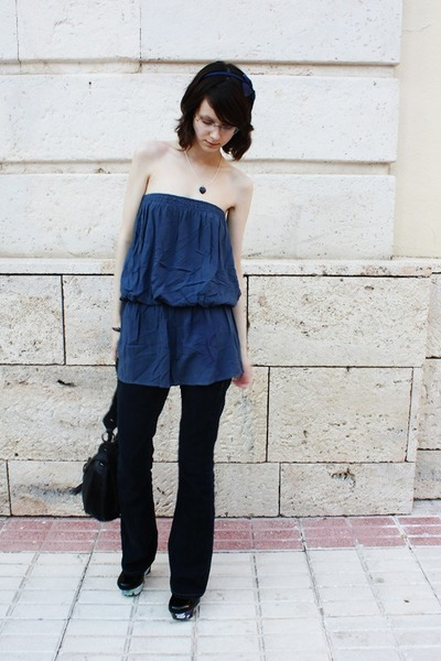 navy asos jeans - navy Sweetiespearls necklace - TheGeekForge pumps