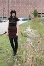Black-hot-topic-t-shirt-red-thirfted-skirt-black-cvs-tights-black-payless-