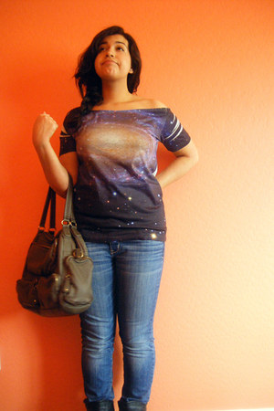 galaxy print Virgin blak shirt - Forever 21 bag