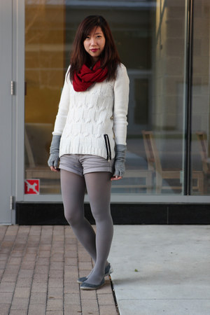 white H&M sweater - red Forever 21 scarf - heather gray Forever 21 shorts