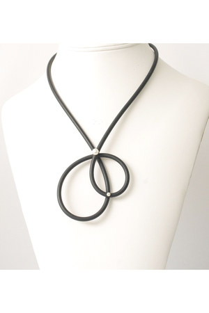rubber pearls Circle & Square necklace