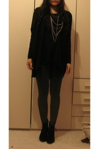 black H&M top - gray H&M leggings - black Zara shoes - silver H&M necklace